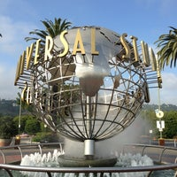 Снимок сделан в Universal Studios Hollywood Globe and Fountain пользователем Jermin L. 4/2/2013