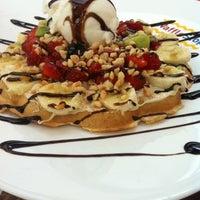 6/10/2013에 Özgür D.님이 WaffleStop에서 찍은 사진