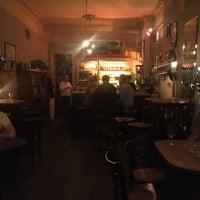Photo prise au Meine Bar ICI par Betty K. le5/20/2018