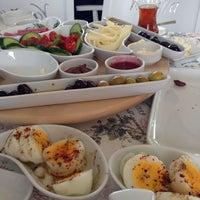 6/20/2014 tarihinde Zülfiye K.ziyaretçi tarafından Vanilla Patisserie&Cafe'de çekilen fotoğraf