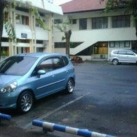 Photo taken at Ruang Proyek SMA Jatim by Andi I. on 3/9/2012