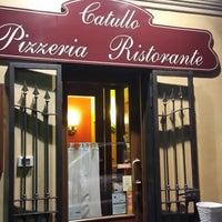 Foto scattata a Catullo Ristorante Pizzeria da Serkan O. il 2/16/2014