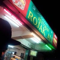 Photo taken at Restoran Rojak Ali by Ikhram B. on 4/1/2013