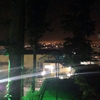 12/7/2013 tarihinde Sametziyaretçi tarafından Çamlıca Restaurant'de çekilen fotoğraf