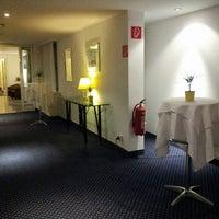 Foto diambil di Hotel Donauzentrum oleh Татьяна Ю. pada 6/19/2013