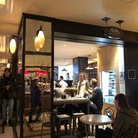 Das Foto wurde bei The Plaza Food Hall von Munirah 🛫🌏 .. am 3/19/2018 aufgenommen