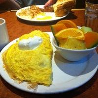 รูปภาพถ่ายที่ Broken Yolk Cafe โดย Cory เมื่อ 2/5/2013