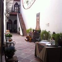 Foto tomada en El Serafin Hotel Boutique por Aria H. el 10/19/2013
