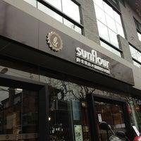 Photo prise au Sunflour Bakery & Café par Kiki D. le2/1/2013