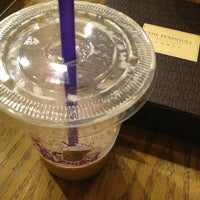 Photo taken at The Coffee Bean & Tea Leaf   香啡缤 by Michelle N. on 8/25/2013
