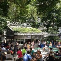 Снимок сделан в Shake Shack пользователем Jorge D. 7/7/2013