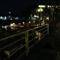 Photo taken at ครัวริมบึง by ตามหา ร. on 3/11/2013