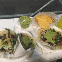 Photo prise au Los Tacos No. 1 par C S. le9/18/2018