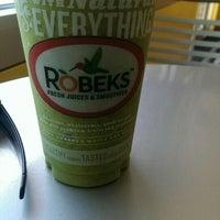 Photo taken at Robeks Fresh Juices & Smoothies by Joe R. on 5/30/2015