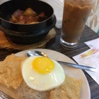 Photo taken at Hong Kong Kim Gary Restaurant (香港金加利茶餐厅) by Kelvin L. on 1/21/2017