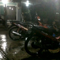 Photo taken at Diovani Steam Motor & Mobil by Citra L. on 2/25/2013