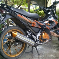 Photo taken at Diovani Steam Motor & Mobil by Citra L. on 3/20/2014