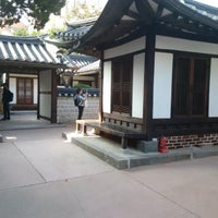 Photo taken at Bukchon Traditional Crafts Center by Jan K. on 10/19/2016