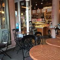 Foto tomada en Café de Paris por Johanni L. el 6/16/2016