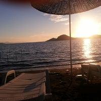 5/27/2013 tarihinde Berkan C.ziyaretçi tarafından Pina Lounge Cafe & Beach'de çekilen fotoğraf