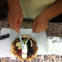 Foto tomada en Waffle Memet por Gözde D. el 8/13/2013