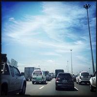 Photo taken at ด่านเก็บเงิน ถนนเสรีไทย by (❂◡❂).。.:*🌸Lomotakky🌸 J. on 6/2/2014