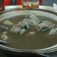 Photo taken at Man Li Hiong Bak Kut Teh 萬里香肉骨恭茶 by Bros™ on 10/5/2015