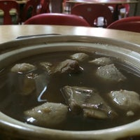 Photo taken at Man Li Hiong Bak Kut Teh 萬里香肉骨恭茶 by Bros™ on 2/26/2016