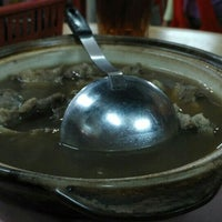 Photo taken at Man Li Hiong Bak Kut Teh 萬里香肉骨恭茶 by Bros™ on 9/22/2015