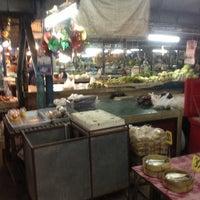 Photo taken at ตลาดแลง บ้านติ้ว by Thanakorn S. on 1/26/2013