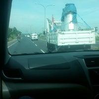 Photo taken at Jalan Raya Jombang Surabaya by zulmahenny on 12/29/2013