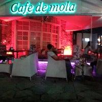 รูปภาพถ่ายที่ Cafe de mola โดย Ezgi G. เมื่อ 6/29/2013