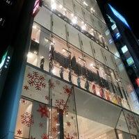 Das Foto wurde bei UNIQLO von shin n. am 12/8/2012 aufgenommen