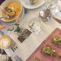 Снимок сделан в Cafe Select Eatery пользователем Anastasiia S. 2/25/2018