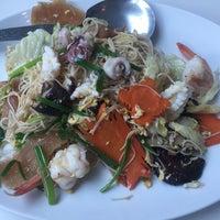 Foto tirada no(a) Phuttaraksa Restaurant por Pidpeangpen P. em 11/3/2016