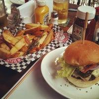 รูปภาพถ่ายที่ Big Kahuna Burger โดย Marcela M. เมื่อ 7/22/2013