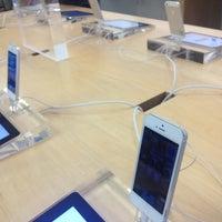 Photo taken at Apple Corte Madera by Tyson Q. on 10/1/2012