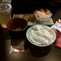 Photo taken at Hoka Hoka Bento by Yonathan K. on 11/1/2013