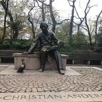4/29/2018 tarihinde Yvette W.ziyaretçi tarafından Hans Christian Andersen Statue'de çekilen fotoğraf