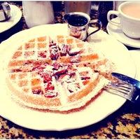 รูปภาพถ่ายที่ Richard Walker's Pancake House San Diego โดย Daria F. เมื่อ 10/30/2013