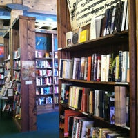 Foto tomada en Tattered Cover Bookstore  por Dawn G. el 6/2/2013