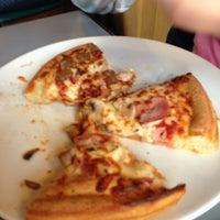 2/10/2013에 Isabel C.님이 Pizza Hut에서 찍은 사진