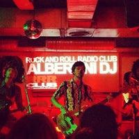 Foto tomada en Rock&Roll Radio Club por Janto F. el 4/26/2013