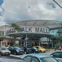 Photo taken at Wangsa Walk Mall by deen 3. on 3/17/2013