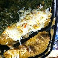 Das Foto wurde bei Bombay's Indian Restaurant von Mary Jane C. am 12/5/2013 aufgenommen