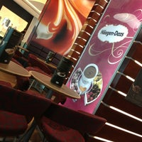 Photo taken at Häagen-Dazs by Hector Andres B. on 9/15/2013