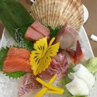 Foto tomada en Hiso Sushi por Sunisa S. el 3/18/2013
