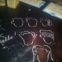รูปภาพถ่ายที่ Hoppipola - All Day Bar & Bonhomie โดย Tara เมื่อ 8/25/2013