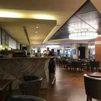 Foto tomada en Lobby Lounge por Andreas S. el 5/27/2017