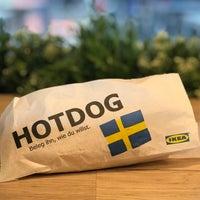 Das Foto wurde bei IKEA Hotdog Stand von Andreas S. am 10/2/2017 aufgenommen